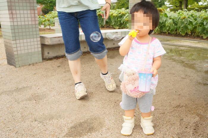パパの育児@生後686日目:公園でシャボン玉