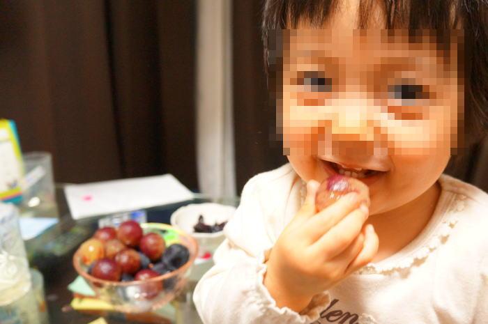 パパの育児@生後723日目:山梨の巨峰を食べる