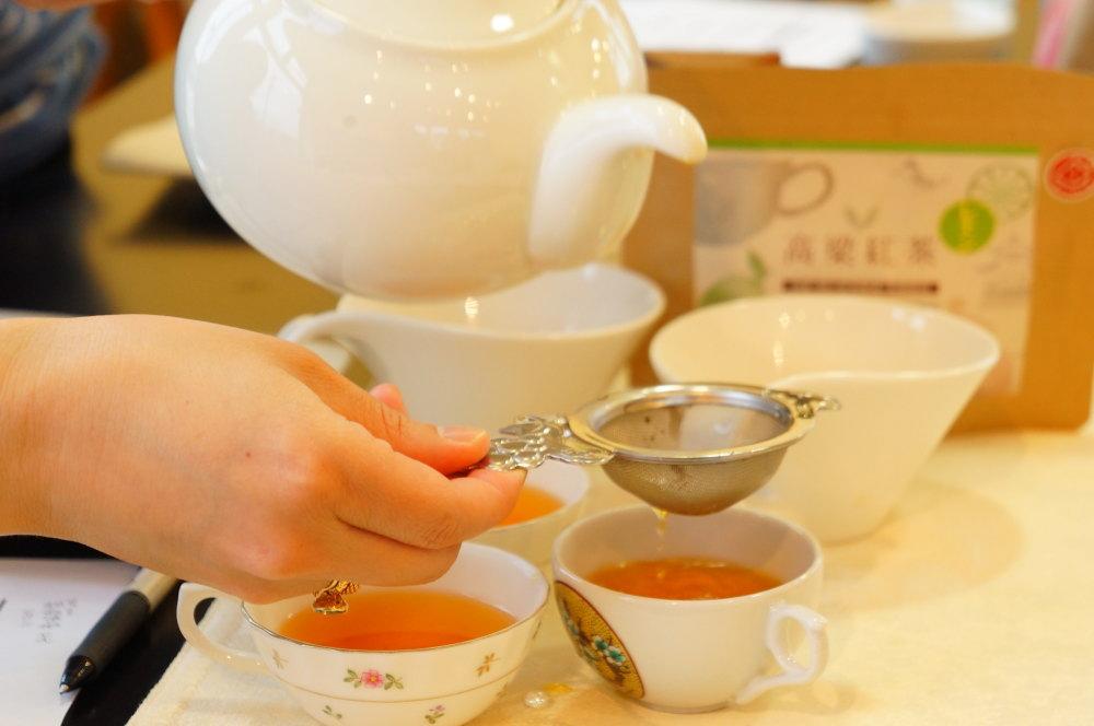 富山産「くれは紅茶のほうじ味」を仕入れたぞい